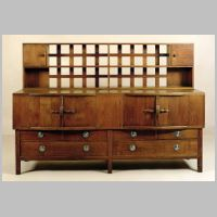 Ernest William Gimson, Sideboard oak, photo on meisterdrucke.com,.jpg