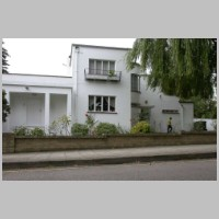 5, Kerry Avenue, Stanmore, London, by Gerald Lacoste, 1937, photo on daveanderson.me.uk.jpg